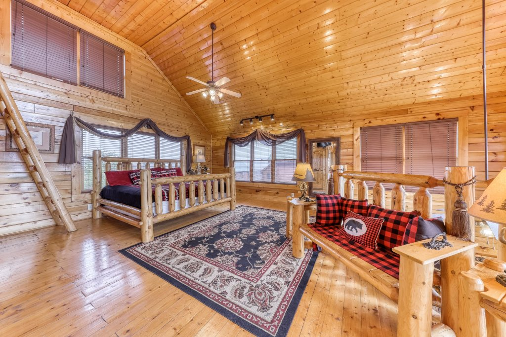 Photo of a Sevierville Cabin named Happy Place - This is the seventeenth photo in the set.