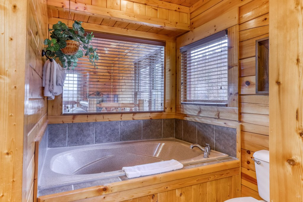 Photo of a Sevierville Cabin named Happy Place - This is the nineteenth photo in the set.