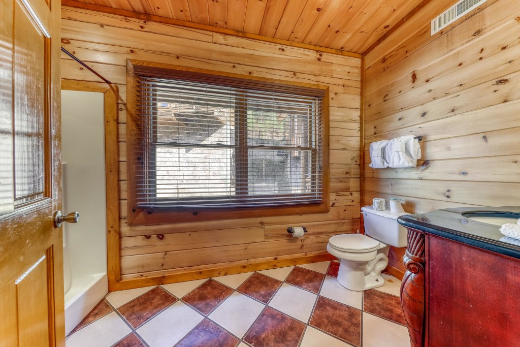 Photo of a Sevierville Cabin named Mountain Cinema Lodge - This is the twenty-second photo in the set.