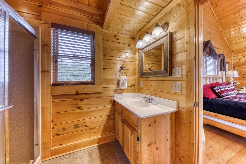 Photo of a Sevierville Cabin named Happy Place - This is the twentieth photo in the set.
