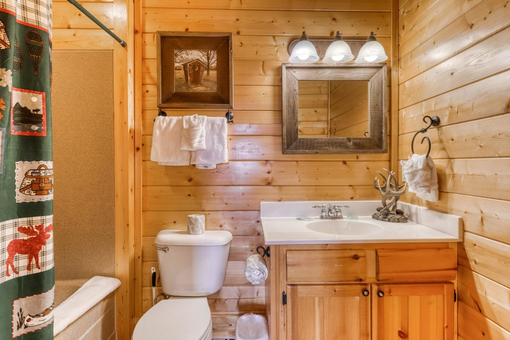 Photo of a Sevierville Cabin named Happy Place - This is the twenty-second photo in the set.