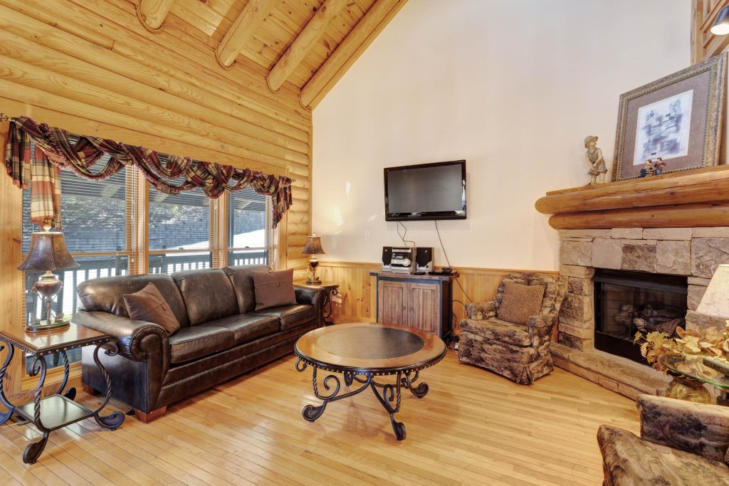 Photo of a Pigeon Forge Cabin named Log Heaven At Golf View - This is the third photo in the set.