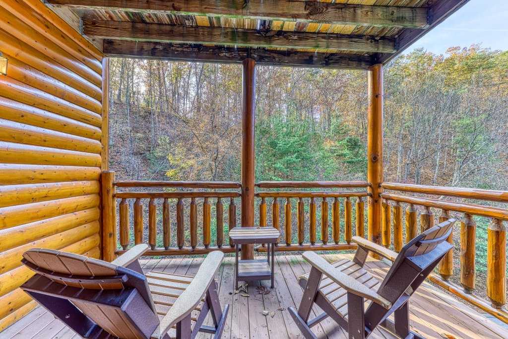 Photo of a Sevierville Cabin named Mountain Cinema Lodge - This is the thirtieth photo in the set.