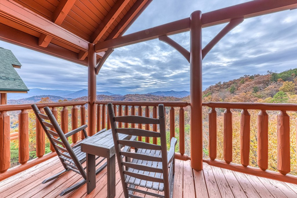 Photo of a Sevierville Cabin named Happy Place - This is the twenty-seventh photo in the set.