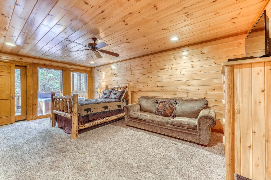 Photo of a Sevierville Cabin named Mountain Cinema Lodge - This is the thirty-second photo in the set.