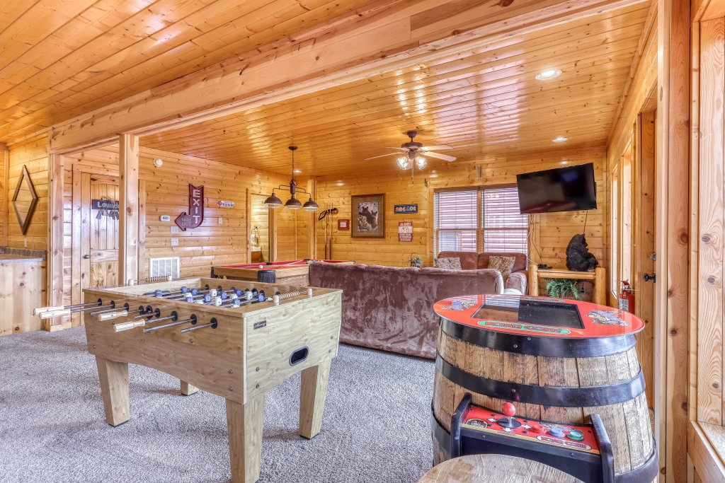 Photo of a Sevierville Cabin named Happy Place - This is the twelfth photo in the set.