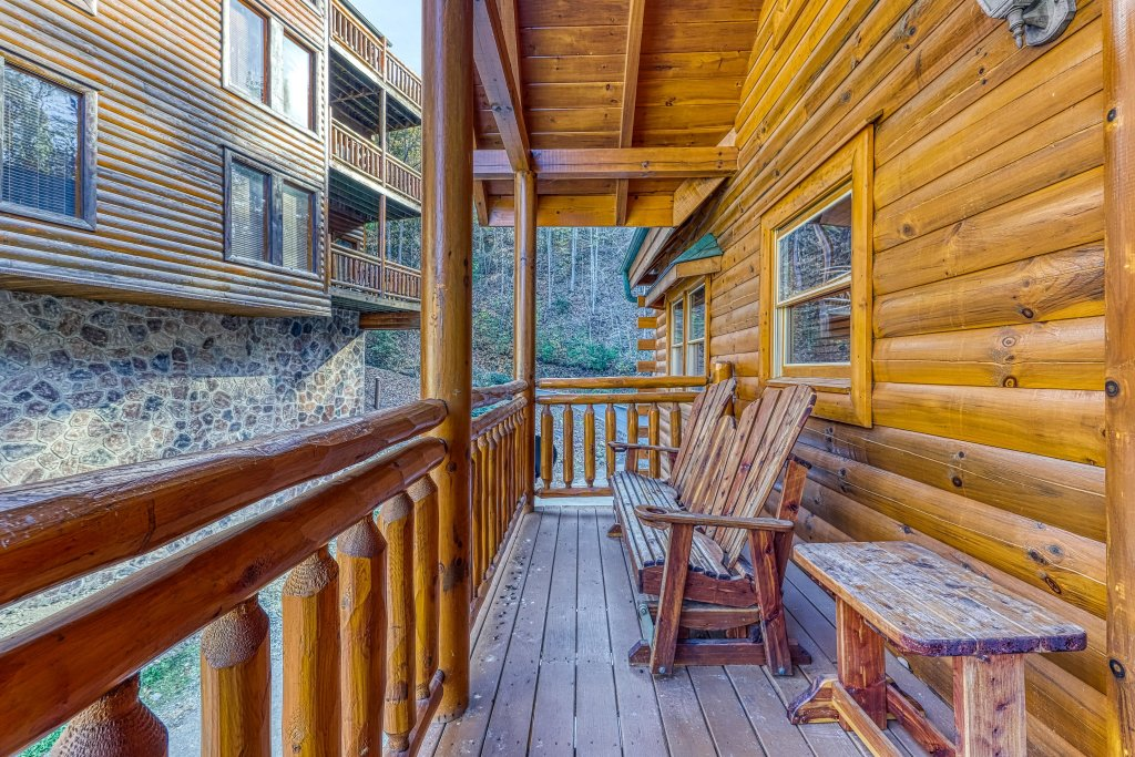 Photo of a Sevierville Cabin named Mountain Cinema Lodge - This is the forty-fifth photo in the set.