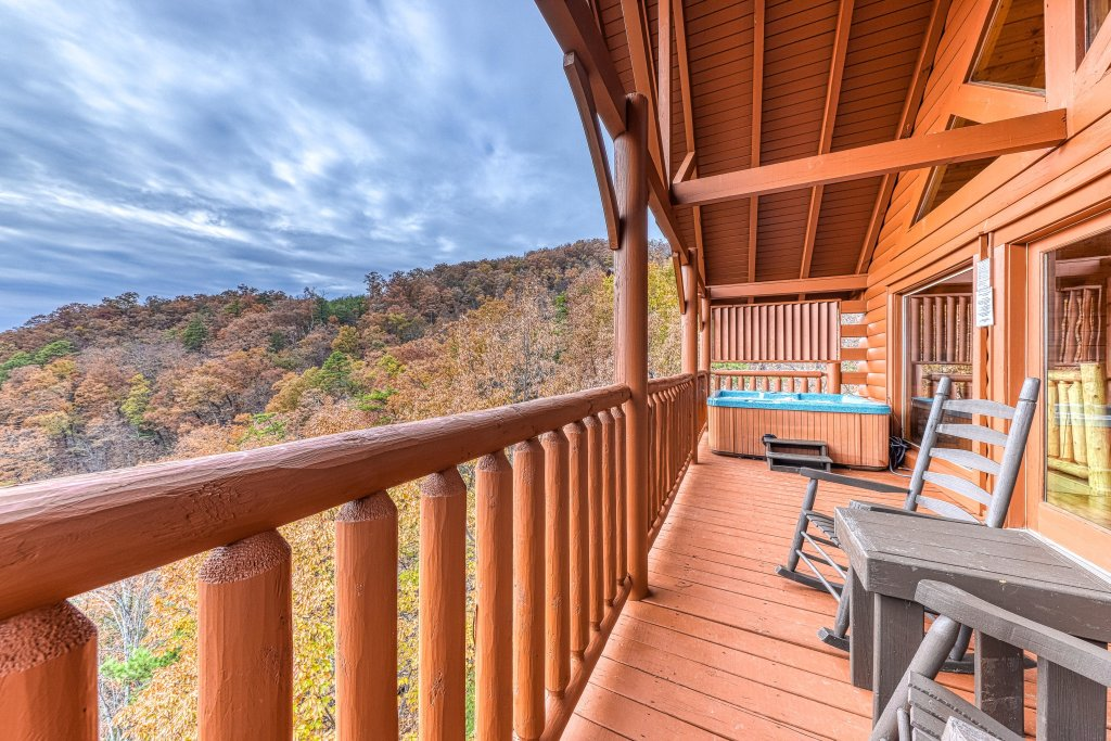 Photo of a Sevierville Cabin named Happy Place - This is the twenty-sixth photo in the set.
