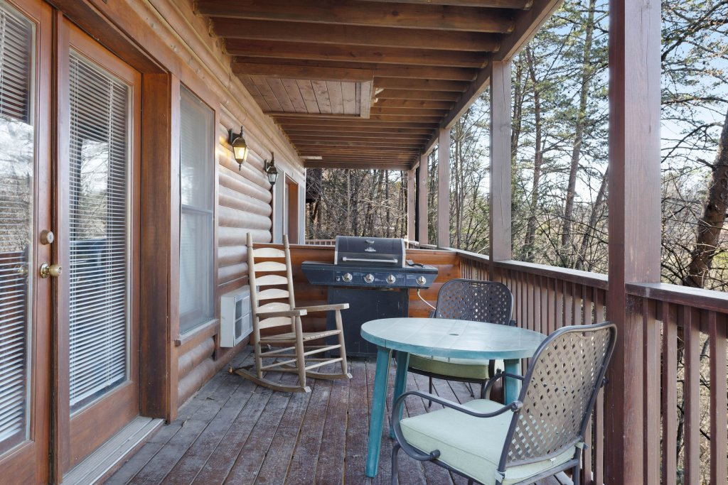 Photo of a Pigeon Forge Cabin named Log Heaven At Golf View - This is the twenty-second photo in the set.