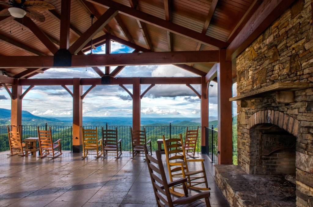 Photo of a Sevierville Cabin named Happy Place - This is the thirty-third photo in the set.