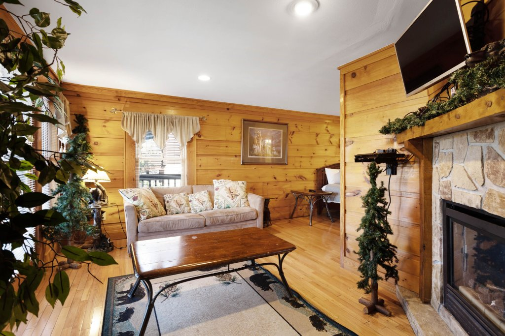 Photo of a Pigeon Forge Cabin named Log Heaven At Golf View - This is the fifth photo in the set.