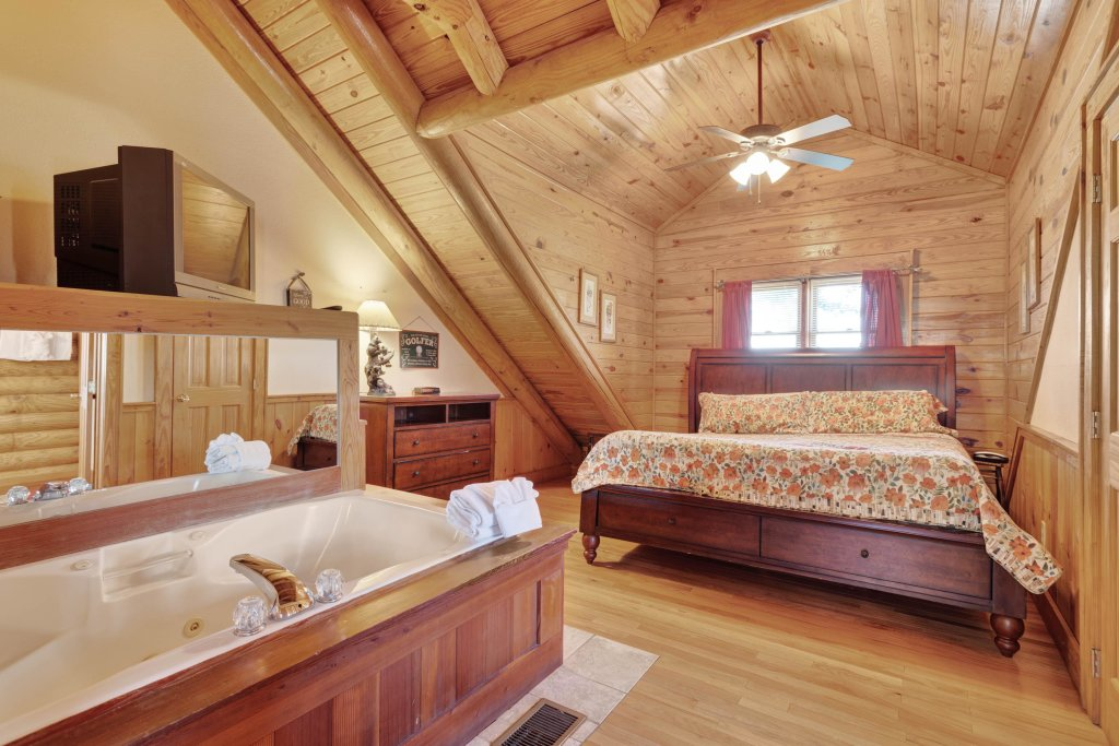 Photo of a Pigeon Forge Cabin named Log Heaven At Golf View - This is the sixth photo in the set.
