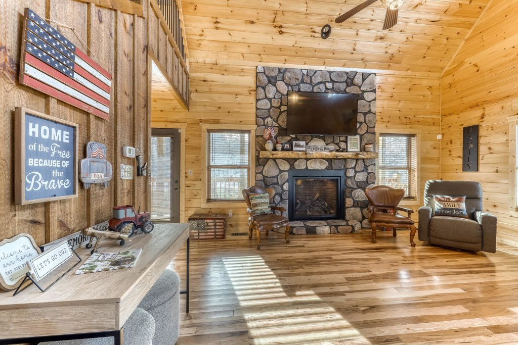 Photo of a Sevierville Cabin named American Adventure - This is the second photo in the set.