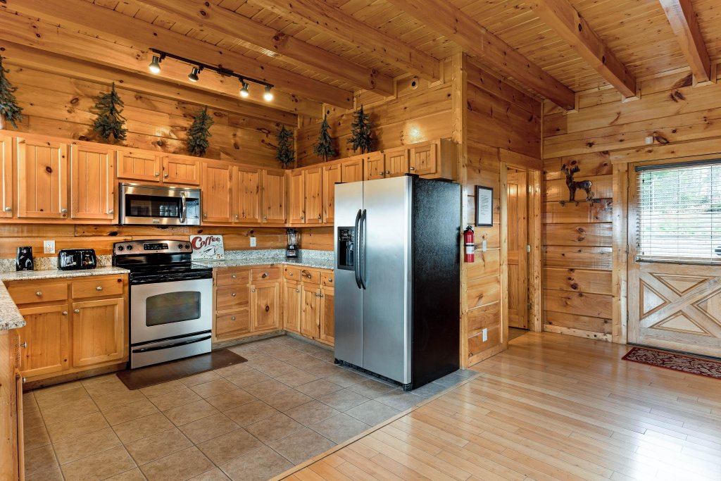 Photo of a Sevierville Cabin named Walkin' On Sunshine - This is the sixth photo in the set.