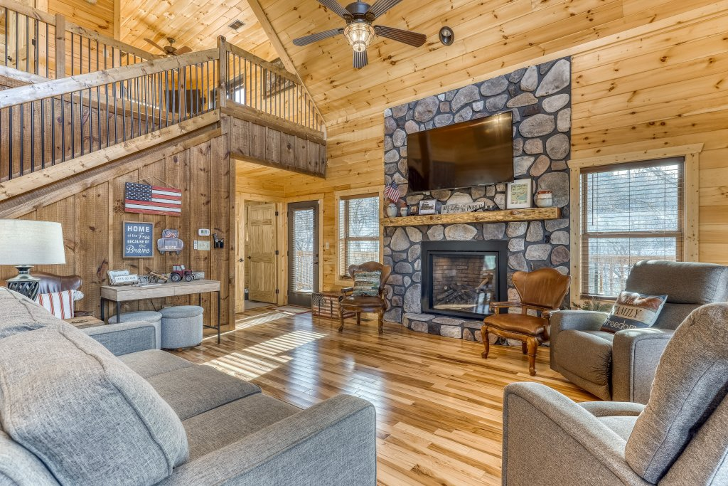 Photo of a Sevierville Cabin named American Adventure - This is the third photo in the set.