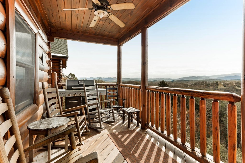 Photo of a Sevierville Cabin named Walkin' On Sunshine - This is the thirtieth photo in the set.