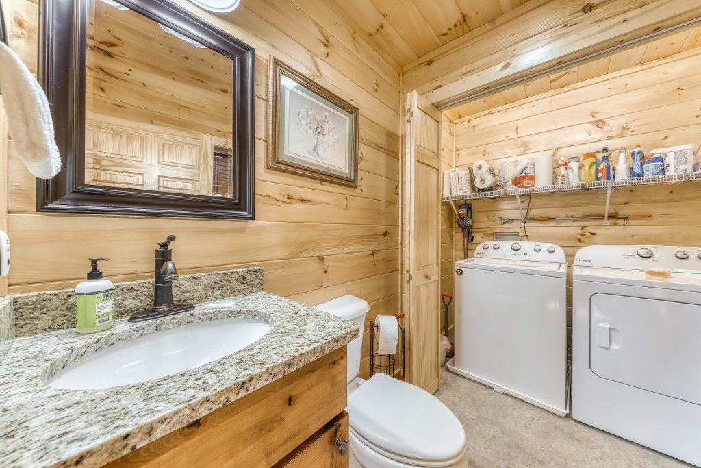 Photo of a Sevierville Cabin named American Adventure - This is the thirtieth photo in the set.