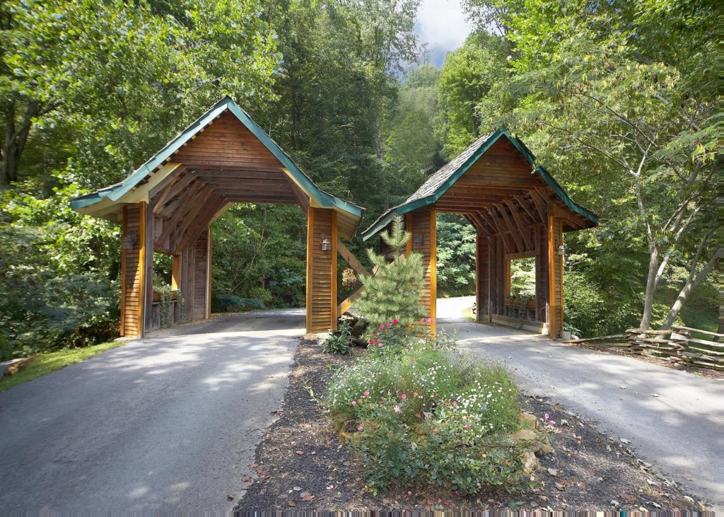 Photo of a Sevierville Cabin named Mountain Magic #73 - This is the twenty-ninth photo in the set.