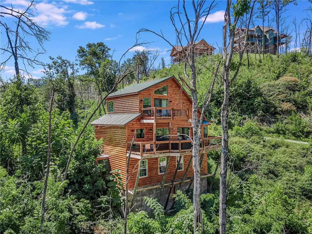 Photo of a Gatlinburg Cabin named Misty Hollow - This is the thirty-second photo in the set.