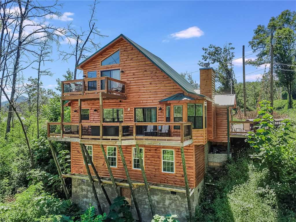 Photo of a Gatlinburg Cabin named Misty Hollow - This is the first photo in the set.
