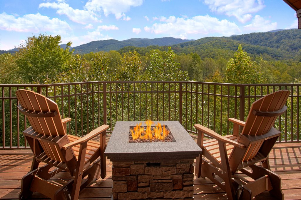 Photo of a Gatlinburg Cabin named Bear Den - This is the first photo in the set.
