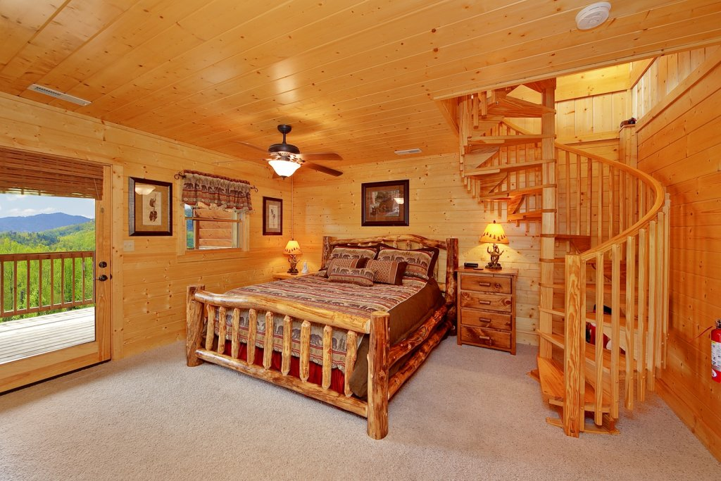 Photo of a Gatlinburg Cabin named Bear Den - This is the forty-third photo in the set.