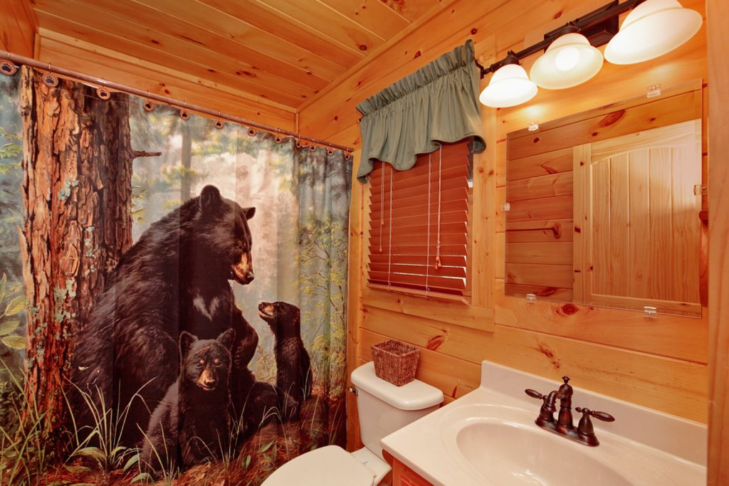 Photo of a Gatlinburg Cabin named Bear Den - This is the forty-second photo in the set.