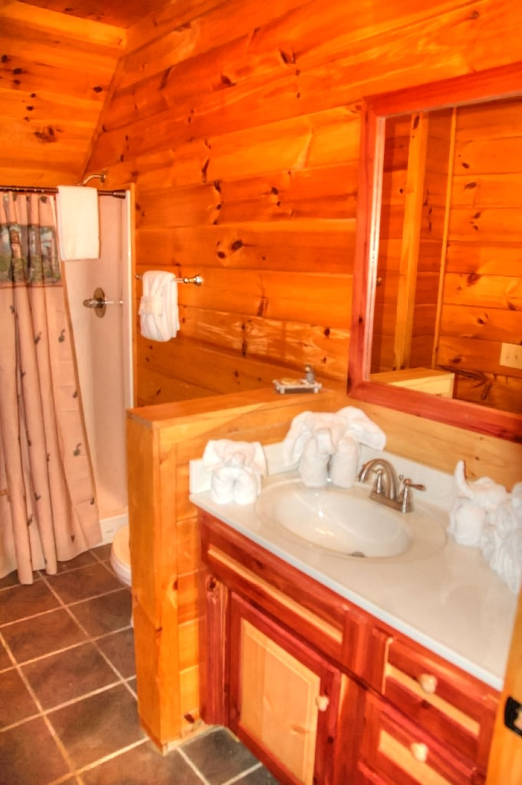 Photo of a Gatlinburg Cabin named Bear Den - This is the fiftieth photo in the set.