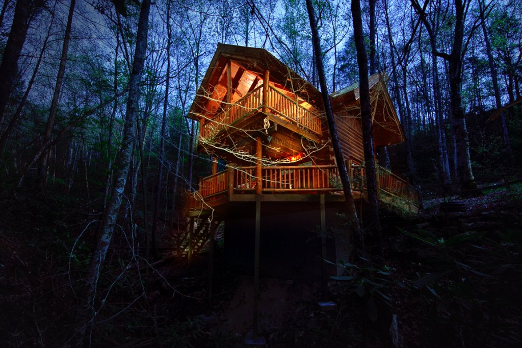 Photo of a Sevierville Cabin named Creekside Hideaway - This is the first photo in the set.