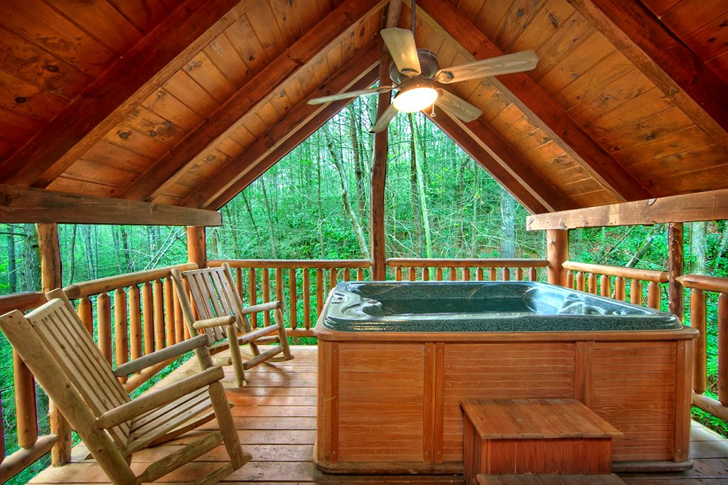Photo of a Sevierville Cabin named Creekside Hideaway - This is the third photo in the set.