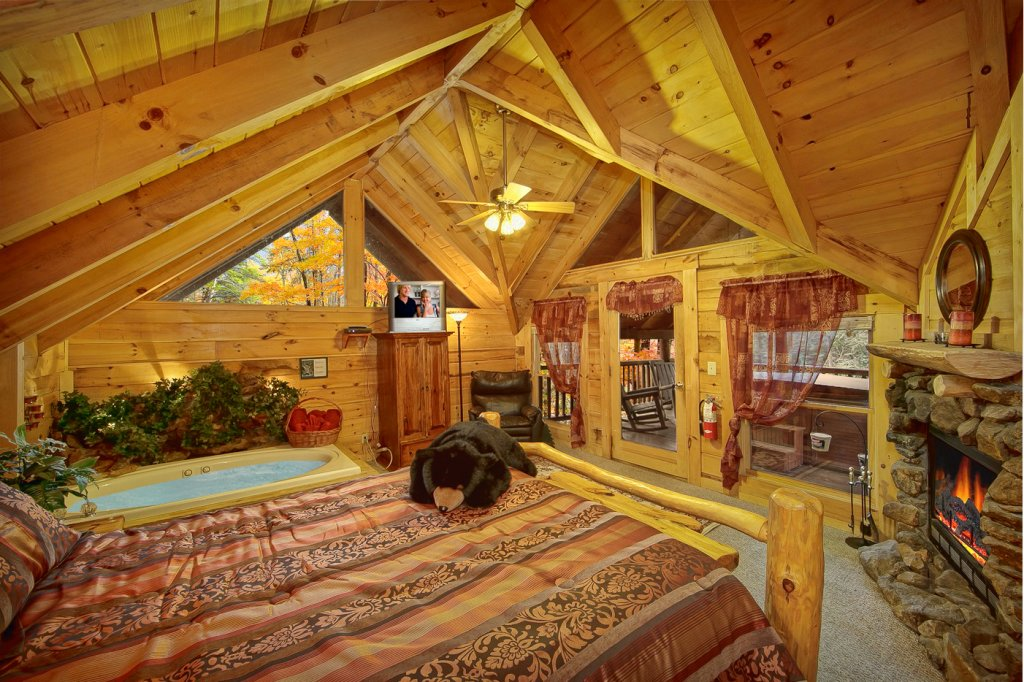 Photo of a Sevierville Cabin named Creekside Hideaway - This is the tenth photo in the set.