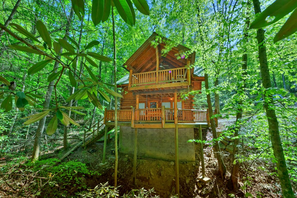 Photo of a Sevierville Cabin named Creekside Hideaway - This is the fourteenth photo in the set.