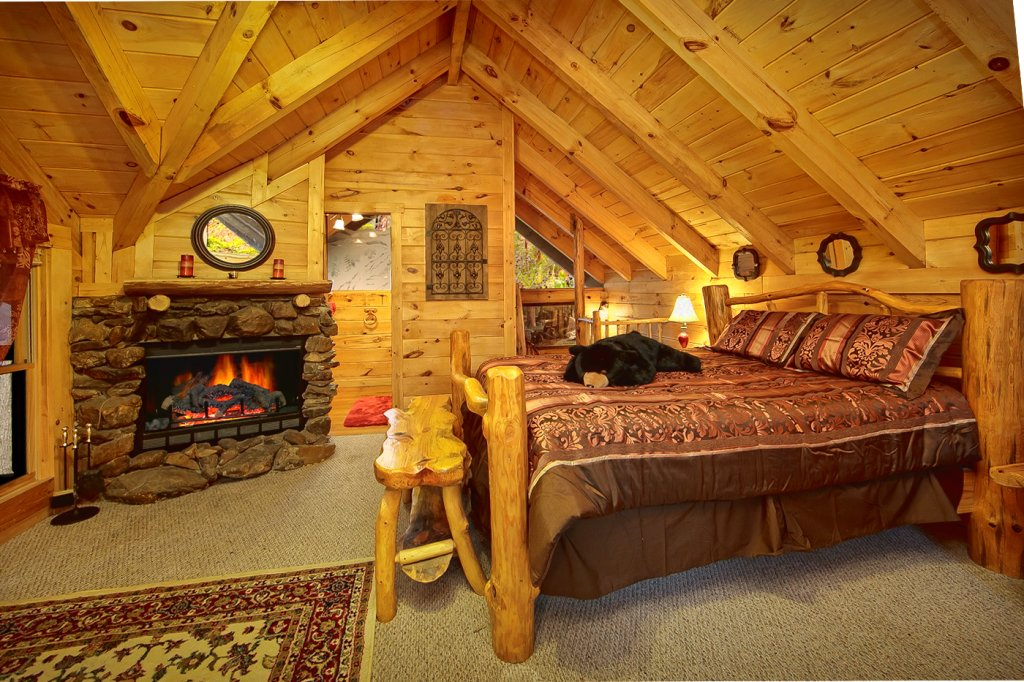 Photo of a Sevierville Cabin named Creekside Hideaway - This is the twelfth photo in the set.