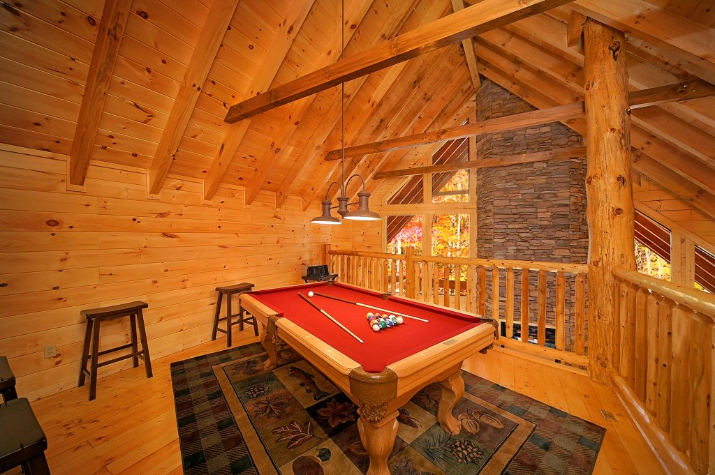 Photo of a Gatlinburg Cabin named Grin & Bear It - This is the fifth photo in the set.