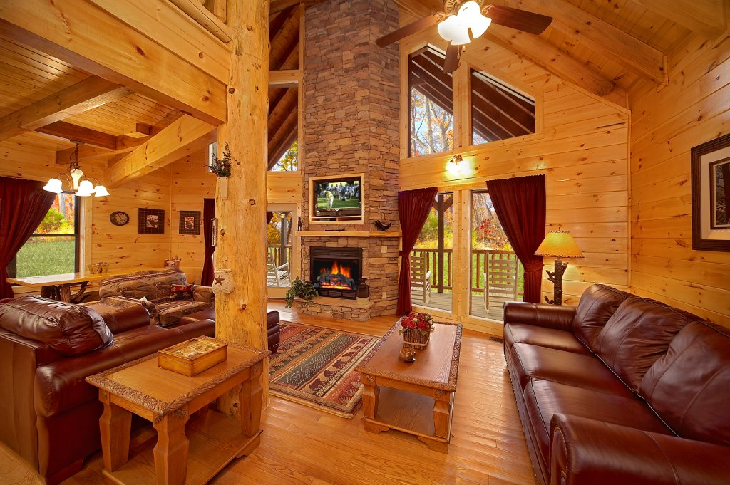 Photo of a Gatlinburg Cabin named Grin & Bear It - This is the sixth photo in the set.