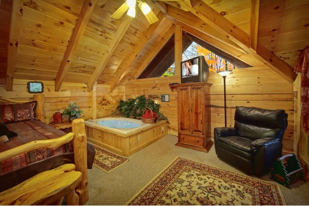 Photo of a Sevierville Cabin named Creekside Hideaway - This is the eleventh photo in the set.
