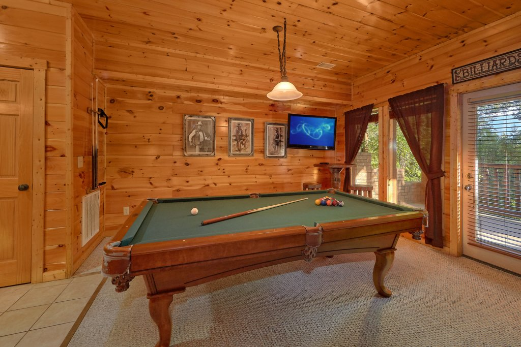 Photo of a Gatlinburg Cabin named Buckwild - This is the eighth photo in the set.