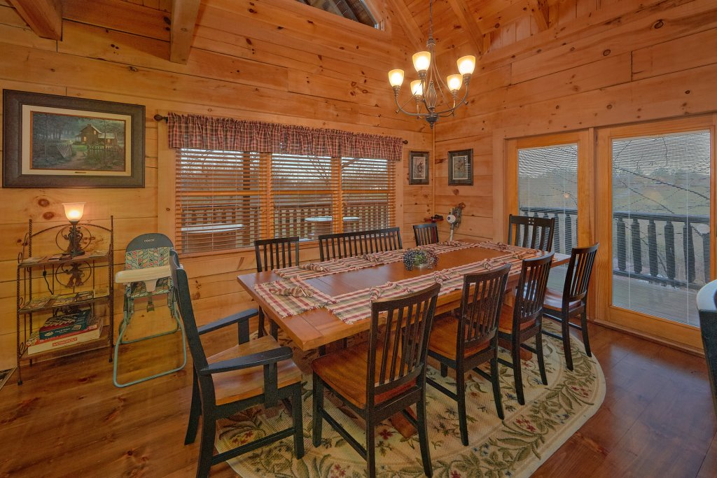 Photo of a Pigeon Forge Cabin named Falling Leaf - This is the nineteenth photo in the set.