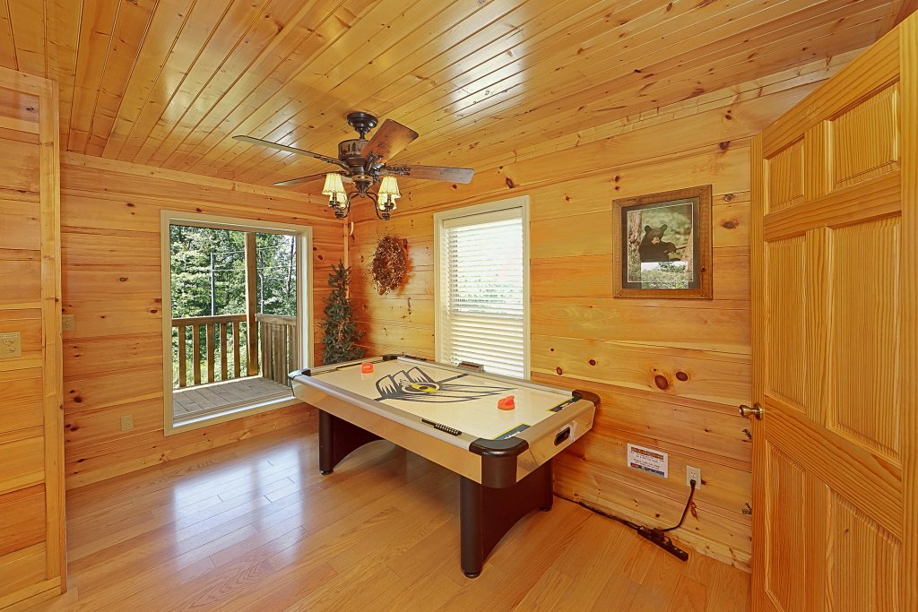 Photo of a Gatlinburg Cabin named Big Bear Lodge - This is the sixth photo in the set.