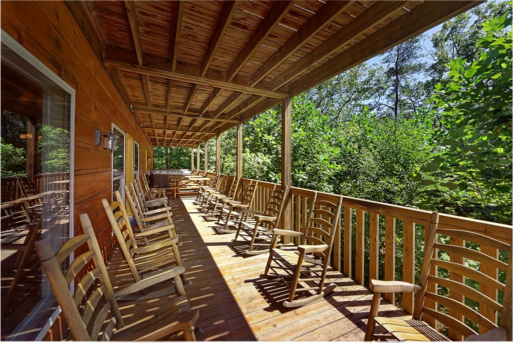 Photo of a Gatlinburg Cabin named Big Bear Lodge - This is the first photo in the set.