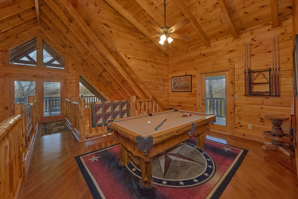 Photo of a Pigeon Forge Cabin named Falling Leaf - This is the seventh photo in the set.