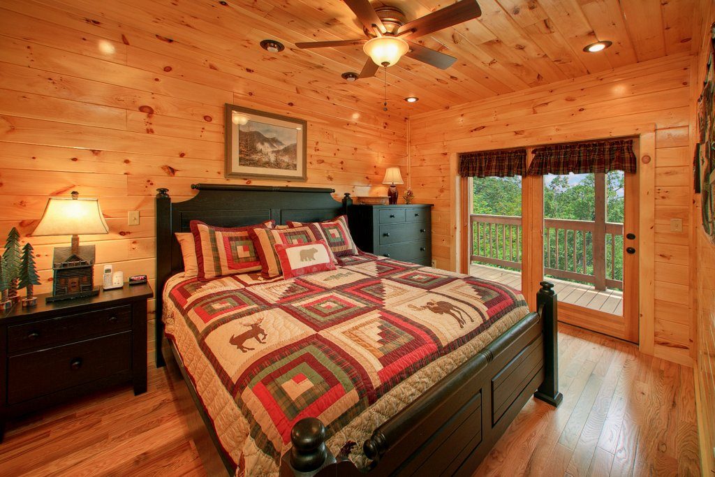 Photo of a Gatlinburg Cabin named Knotty Pine Delight - This is the thirteenth photo in the set.