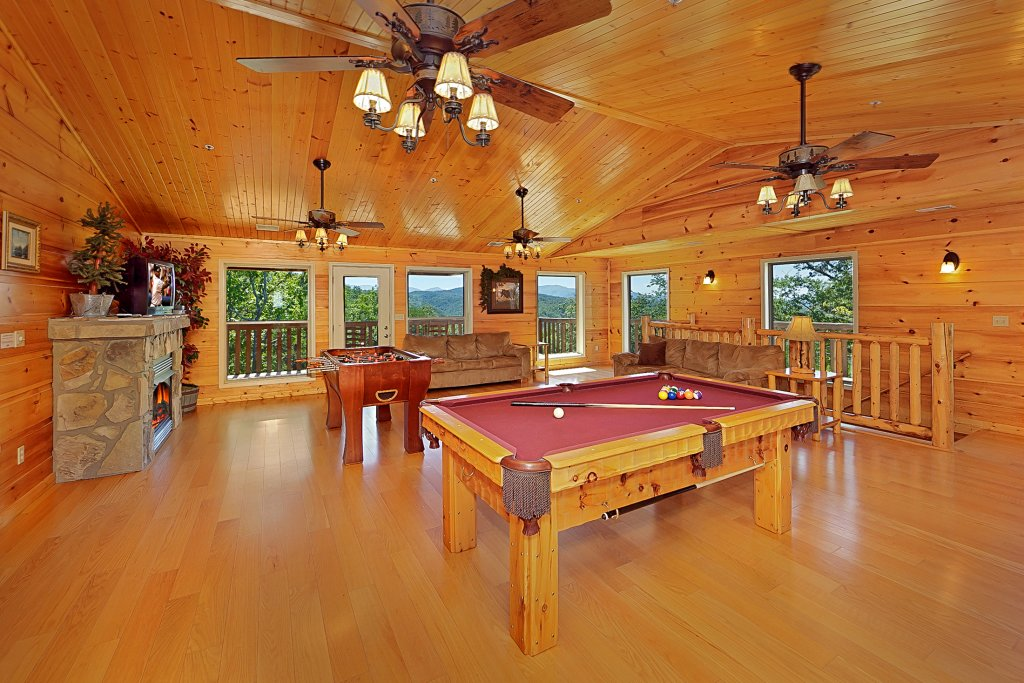Photo of a Gatlinburg Cabin named Big Bear Lodge - This is the seventh photo in the set.