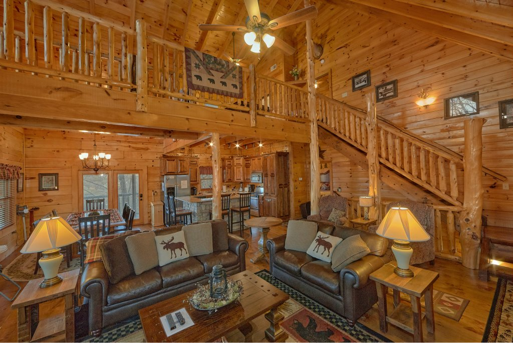 Photo of a Pigeon Forge Cabin named Falling Leaf - This is the seventeenth photo in the set.