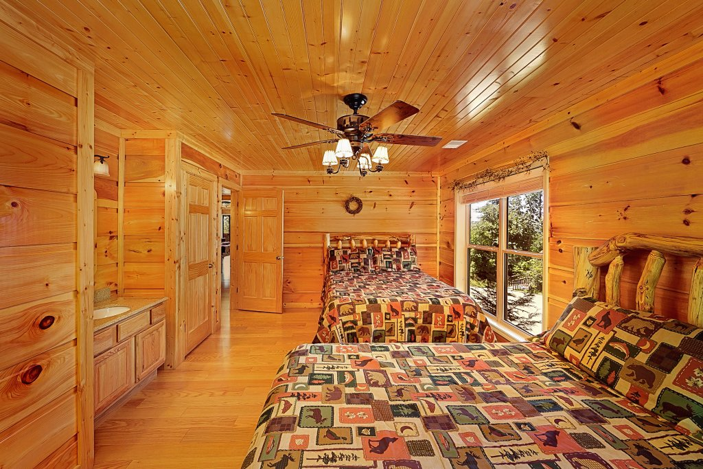 Photo of a Gatlinburg Cabin named Big Bear Lodge - This is the seventeenth photo in the set.