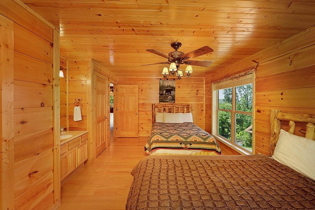 Photo of a Gatlinburg Cabin named Big Bear Lodge - This is the twenty-first photo in the set.