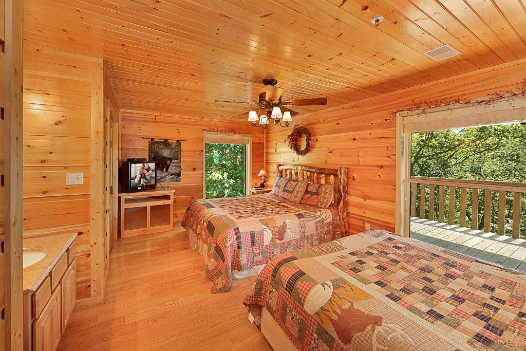 Photo of a Gatlinburg Cabin named Big Bear Lodge - This is the twenty-fourth photo in the set.