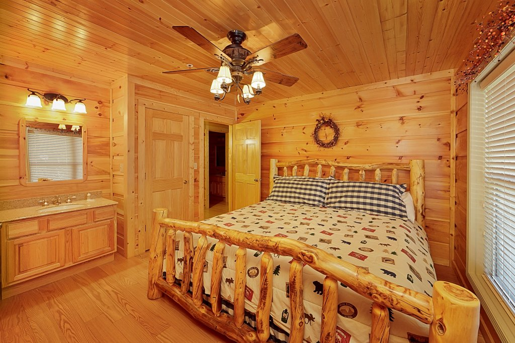 Photo of a Gatlinburg Cabin named Big Bear Lodge - This is the twenty-sixth photo in the set.