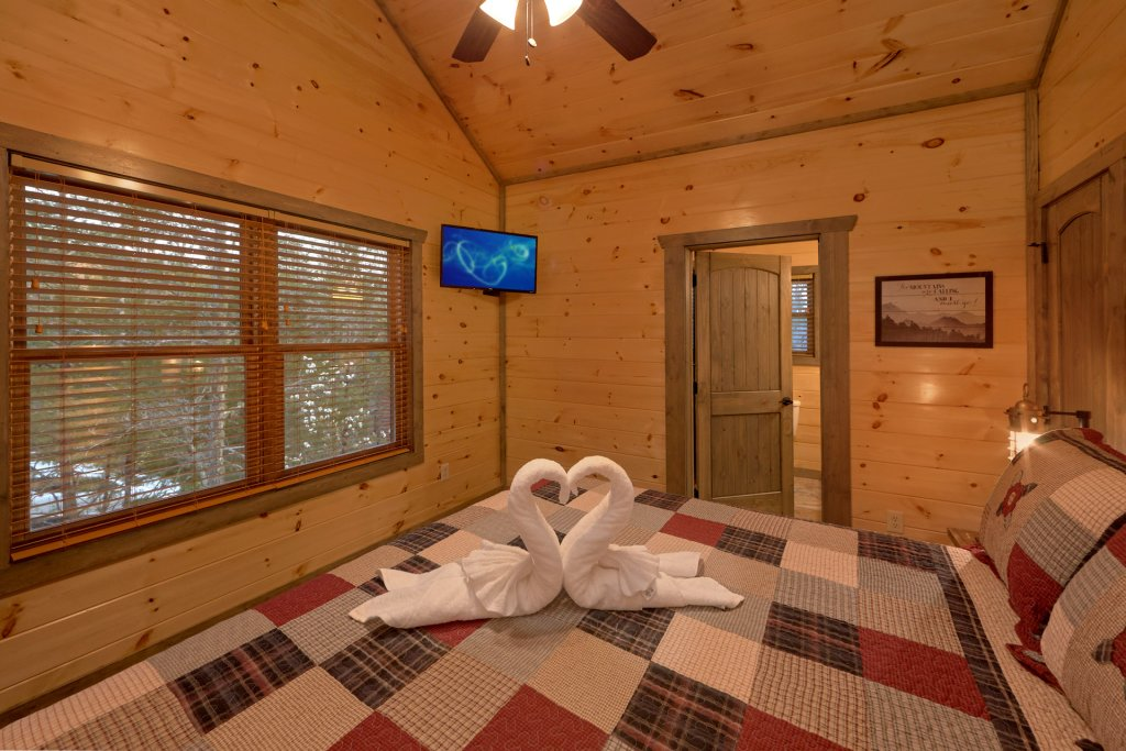 Photo of a Gatlinburg Cabin named Blackberry Springs - This is the eighteenth photo in the set.