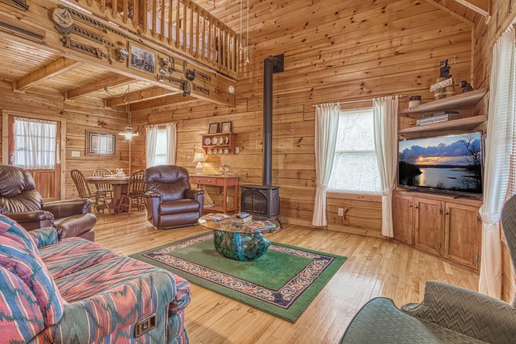 Photo of a Sevierville Cabin named Evening Shade #129 - This is the fourteenth photo in the set.